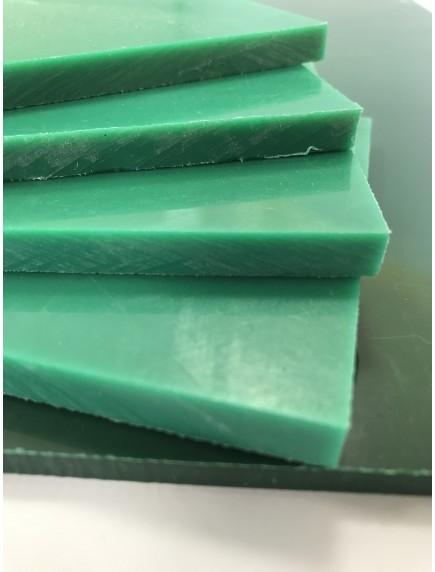 Листовой полиэтилен ПНД 3*1500*3000 Зелёный-Красный